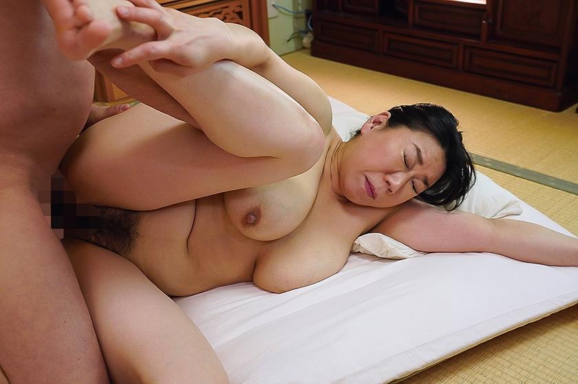 陰毛がふっさふさの剛毛熟女 12人 VOL.04 笹川蓉子  サンプル画像4