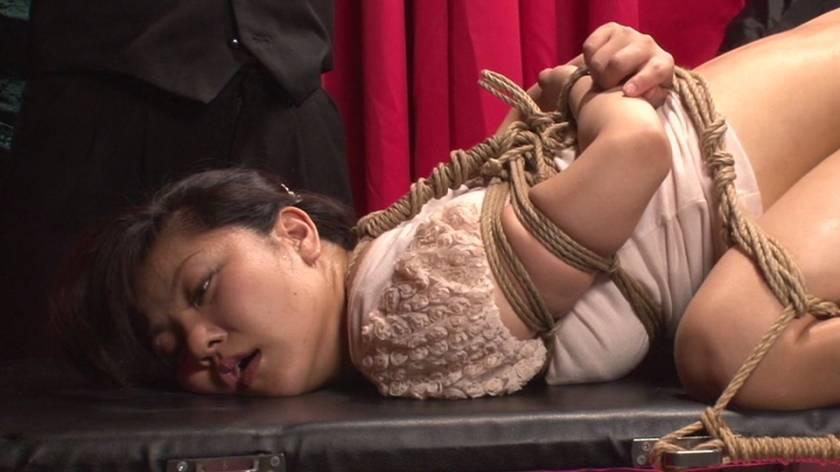 清楚なお嬢様を襲う残虐な肛門なぶり サンプル画像4
