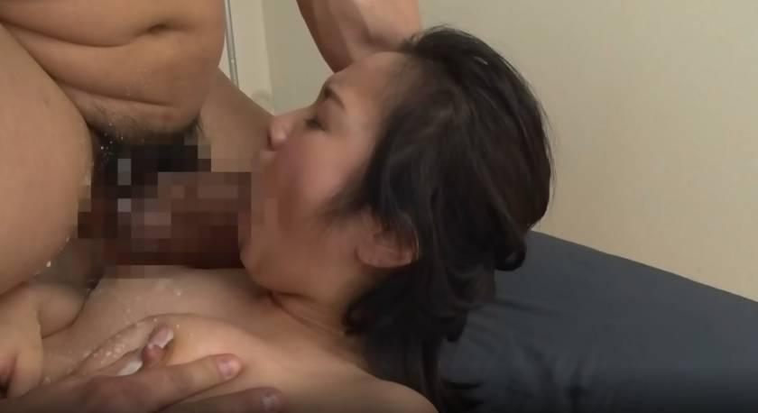 濃厚母乳妻の欲張りセックス 8人 4時間 桐谷しほ 柴崎ひか サンプル画像5