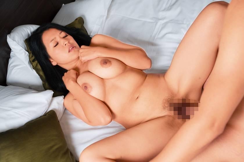 目を疑う奇跡の美しさ…!神秘の美熟女と濃厚エロ快楽SEX!  サンプル画像5