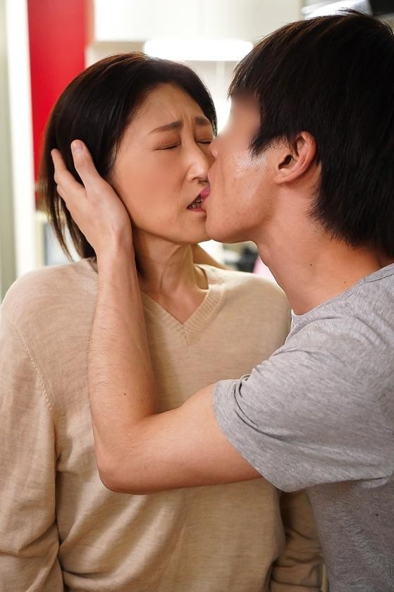 夫の面影を持つ息子と未亡人母 徳山翔子 サンプル画像5