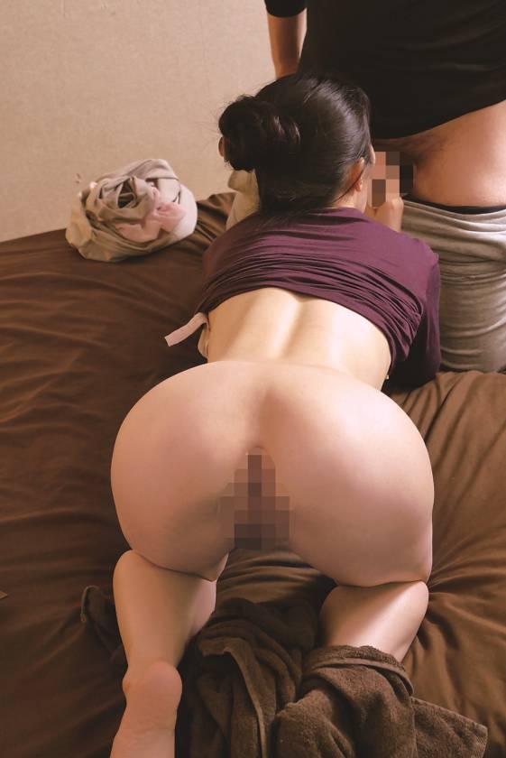 「油断は禁物…」 息子が母親の身体をマッサージ中にズボンを下 サンプル画像6