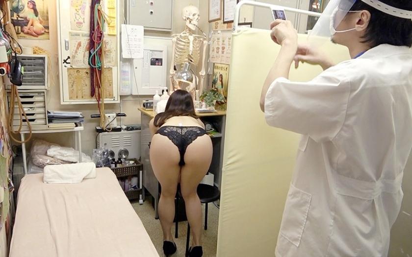 鍼灸院すどう盗撮り下ろし 4 性器みたいな唇がたまらんのよぉ サンプル画像6