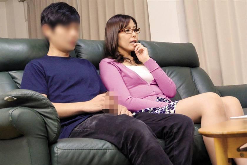 人妻さんが他人男とAV鑑賞したら興奮しちゃって…素人人妻25 サンプル画像7