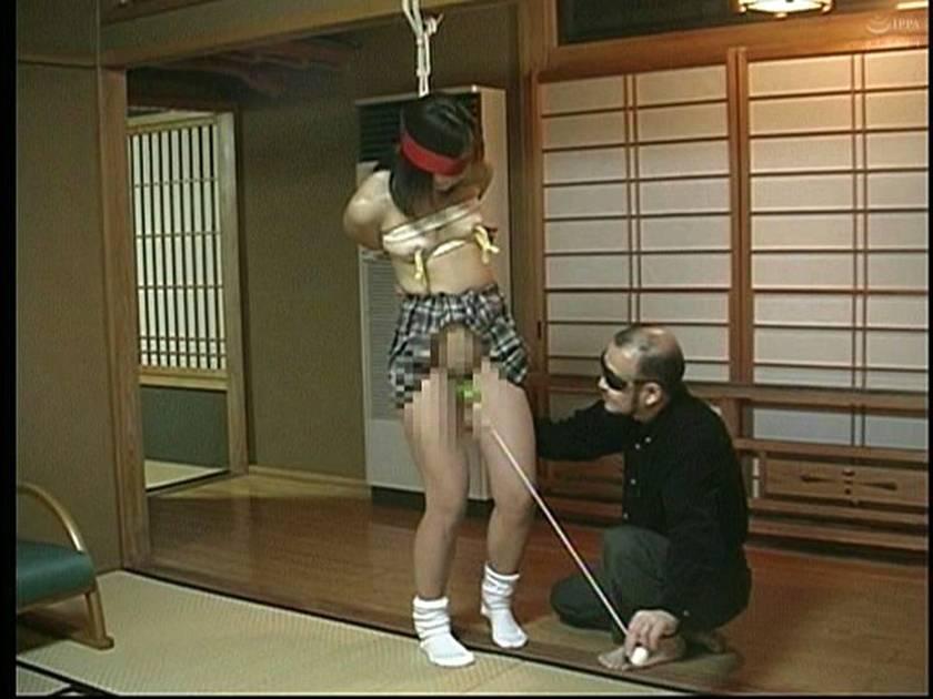 緊縛女生徒雪化粧 鞭連打 蝋燭責め サンプル画像8