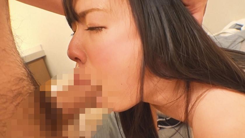 喉姦SEX 喉奥を犯された素人美女 24人 4時間 サンプル画像9
