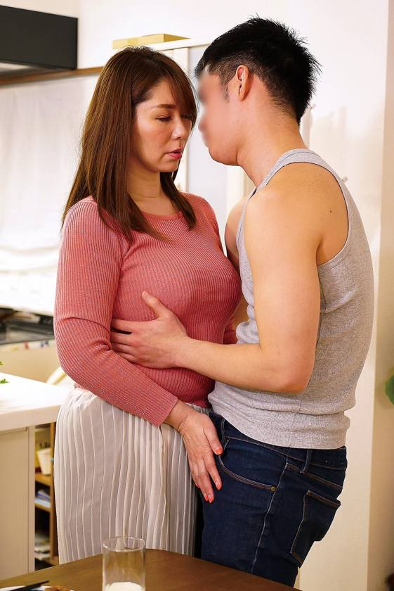 夫の面影を持つ息子と未亡人母 翔田千里 サンプル画像9