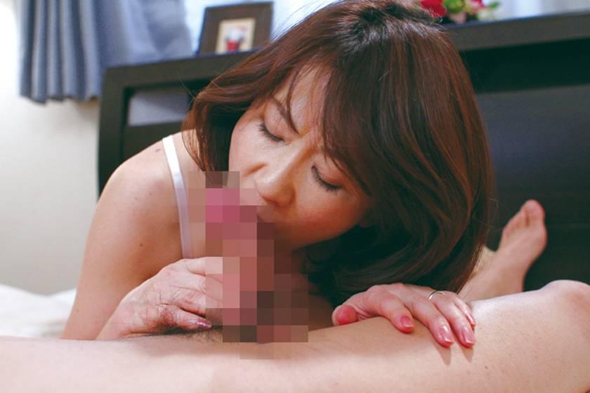 フェラ好きおばさんの喉マ●コ 浅井色織 牧原れい子 冨樫由紀 サンプル画像9